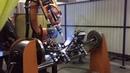 Робот Kuka варит рамы на заводе Forward в Перми.