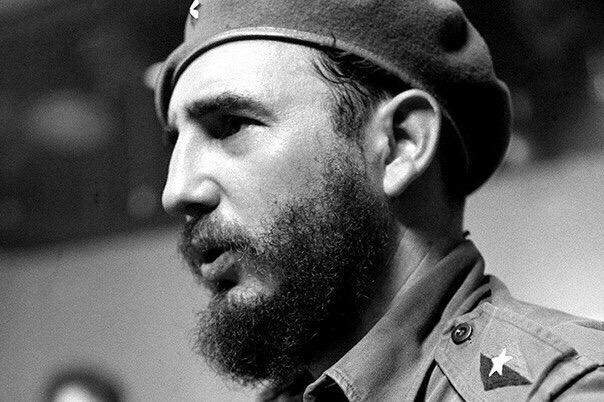 Интересные факты из жизни Фиделя Кастро 1. Внебрачный сын крупного землевладельца и кухарки вырос в обеспеченной семье, получив хорошее воспитание и юридическое образование.Фидель Кастро стал