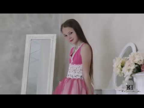 Model Sophie dress presentation agency Brima d
