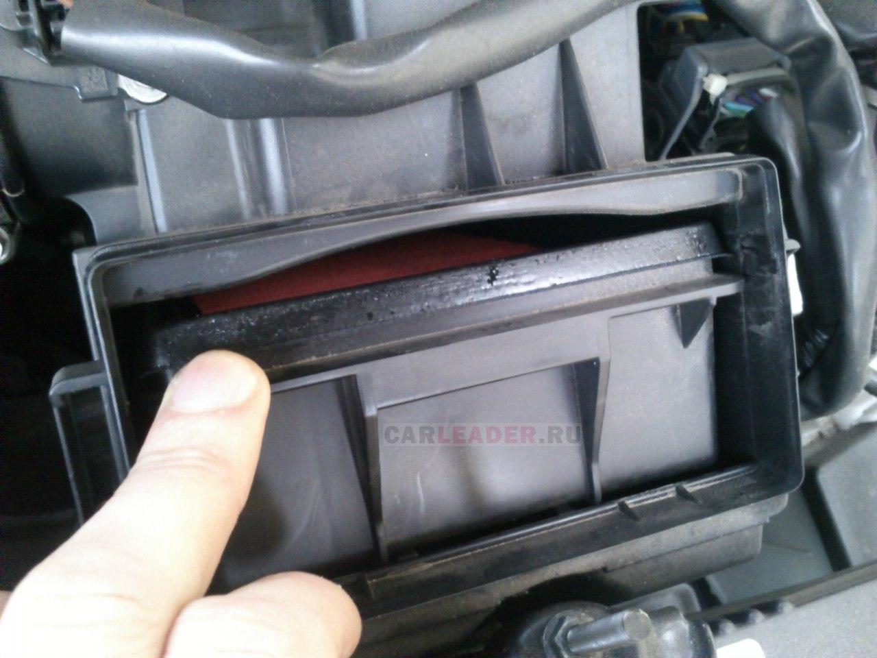 Воздушный фильтр оригинальный для Nissan Bluebird