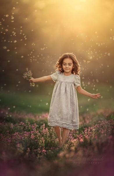 Благодаря ребенку оба человека, образовавшие семью, могут научиться: любить без всякий условий; давать без ожиданий; направлять без ожиданий; познать самих себя. Наблюдая за тем, что они любят в своем ребенке, родители обнаруживают, что они приемлют в сам