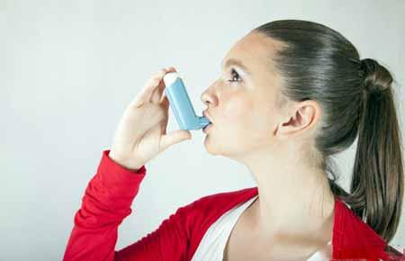 Пациенту с реактивным заболеванием дыхательных путей может быть назначен ингалятор альбутерола.