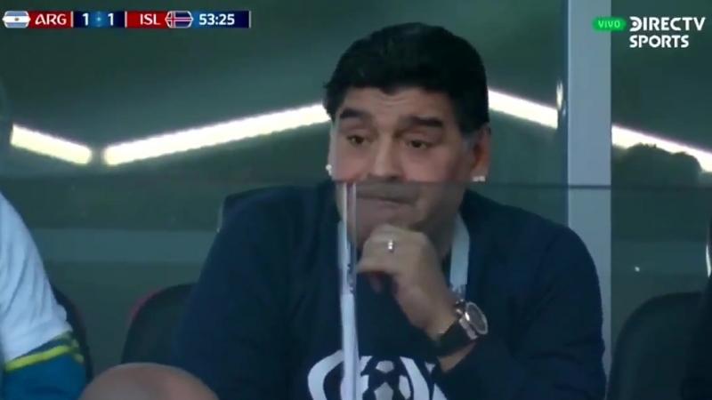 Как нюхает Марадона   пока Месси не забивает Исландии пенальти