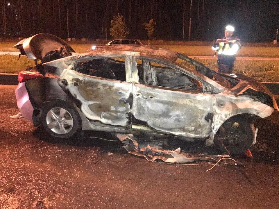 В Петербурге в результате ДТП загорелась иномарка