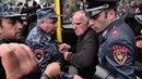 В Ереване водитель отказался помогать полиции и бросил автобус с задержанными