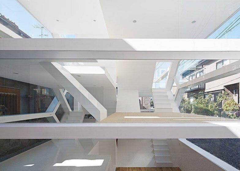 Лазурный дом Юсуке Карасавы S House имеет полностью прозрачный фасад