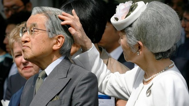 Император Акихито отрекся от престола.