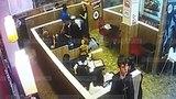 Охранник Burger King избил посетителя за отказ прекратить читать рэп [NR]