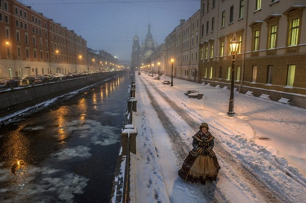 Эмоции Петербурга в фотографиях Александра Петросяна Когда петербургского фотографа Александра Петросяна спрашивают, почему Северная столица хорошее место для городской съемки, он отвечает