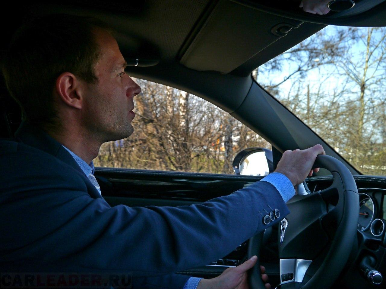 Саша Власов в Bentley Flying Spur Car Leader