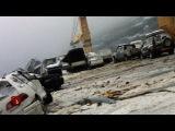 Во Владивостоке ураган смыл с грузового судна 52 автомобиля