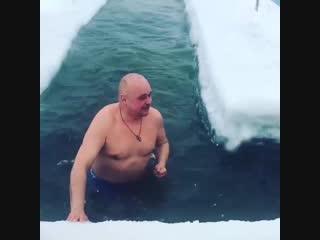 Губернатор Кемеровской области нырнул в прорубь