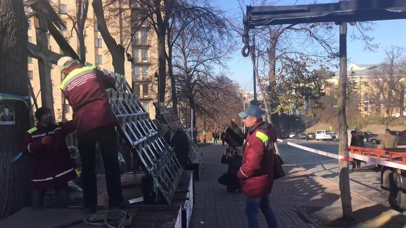 Памятник Героям Небесної Сотні демонтують у Києві