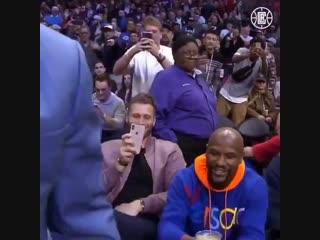 Флойд Мейвезер и Мэнни Пакьяо встретились на матче НБА.