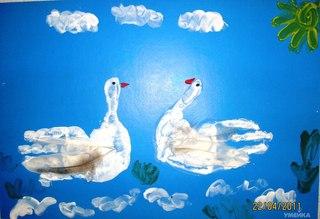 """А именно - сказочные  """"Гуси-лебеди """".  Для поделки нам понадобится: лист цветного картона, пальчиковые или..."""