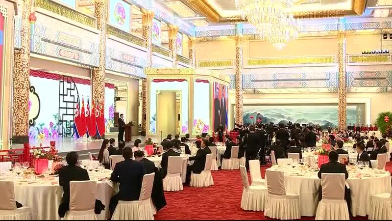 조선로동당 위원장이시며 조선민주주의인민공화국 국무위원회 위원장이신 우리 당과 국가 군대의 최고령도자 김정은동지께서 중화인민공화국을 방문하시였다