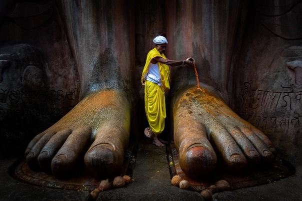 Шраванабелагола или Сравана-Белгола, одно из самых главных мест паломничества для последователей джайнизма