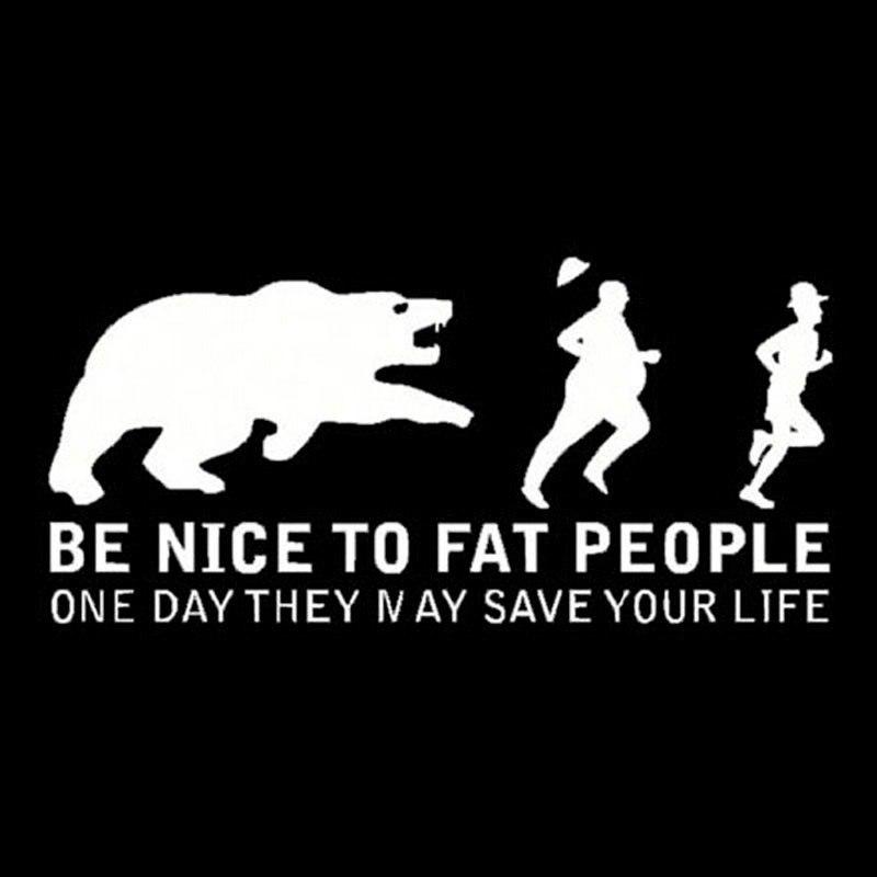 Наклейка Будьте милыми с толстыми людьми однажды они могут спасти Вам жизнь 149
