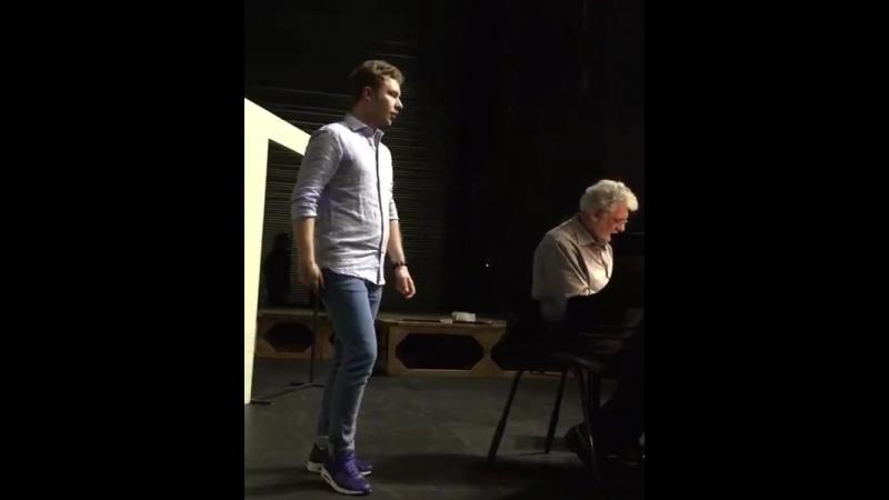 With maestro Domingo rehearsing La fille du regiment))