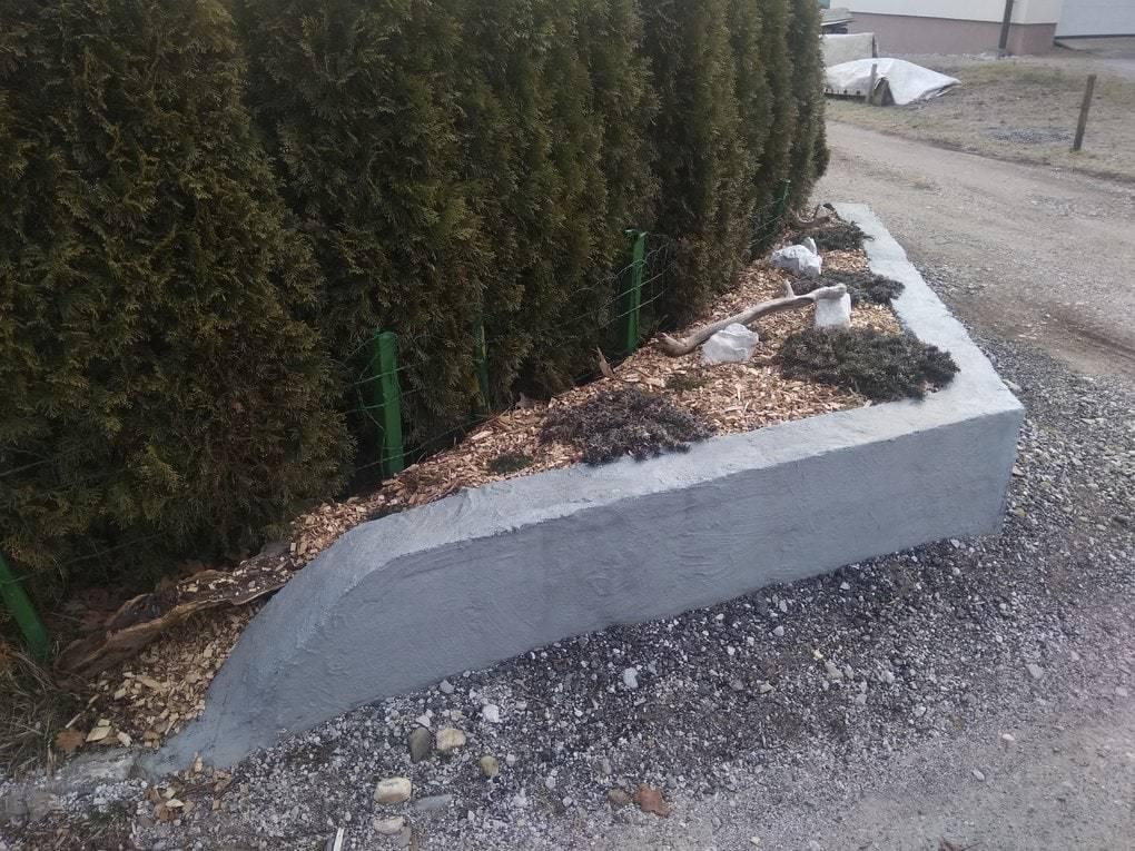 Сосед по даче придумал способ, как отомстить своим соседям — на страже справедливости встал забор