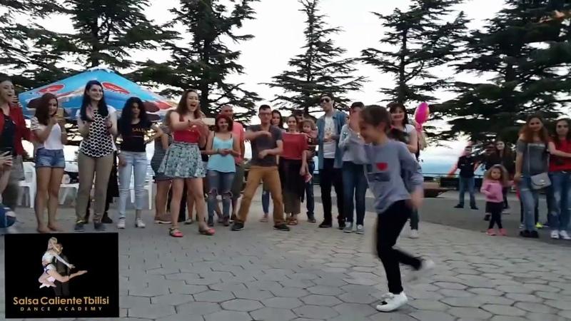 ნინის ცეკვა მთაწმინდის პარკში