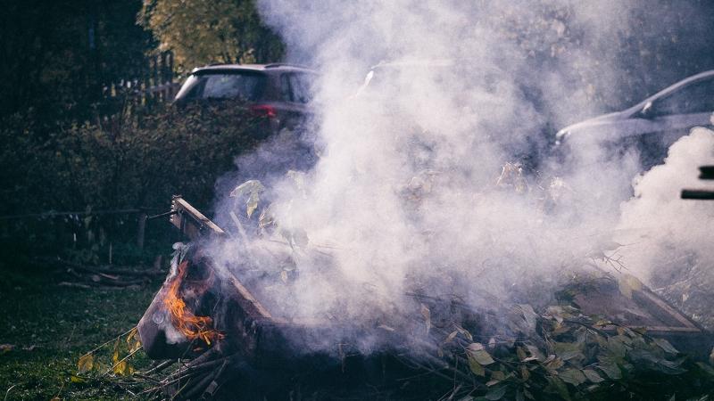 Ритуальное сожжение дивана