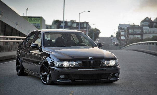Счастье, конечно, не в деньгах. Но грустить лучше в BMW, чем в маршрутке.
