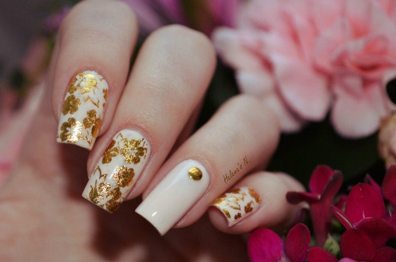 Роспись золотом на ногтях фото
