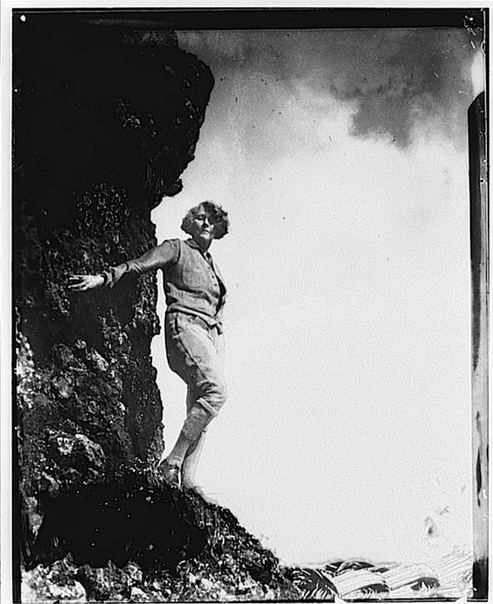 В молодости Энн Бригман (Anne Brigman) мечтала стать художницей, но, не достигнув на этом поприще больших успехов, в начале XX века взяла в руки фотоаппарат. В 1902 году ее работы заметил Альфред Стиглиц и пригласил ее присоединиться к основанной им групп