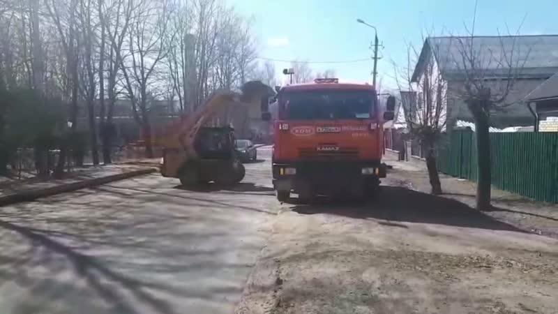 Механизированная уборка скопившегося за зиму песка