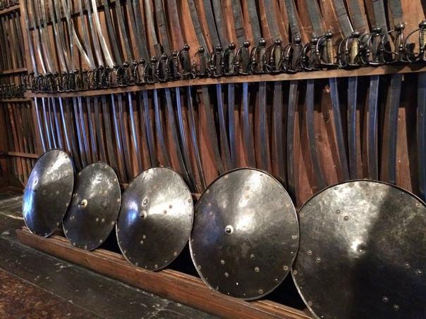 Грандиозная коллекция средневекового оружия. Жители Граца берегут память о славной военной истории предков. Это Гордость Граца музей Арсенал (Landeszeughaus). Лучшее вооружение, прекрасная