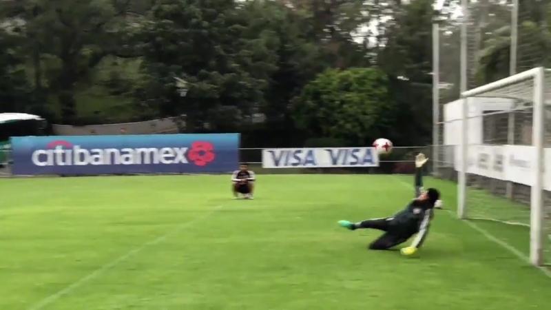 Sub21 Portero, portero! ️ - - @angel_malagonv atajó tres penales, y anotó el suyo, en el entrenamiento de hoy. - - NadaNosDetien