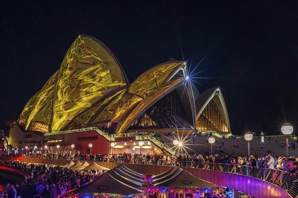 Сиднейский оперный театр во время фестиваля Яркий Сидней (Vivid Sydney). Автор фото - Norbert Trewin
