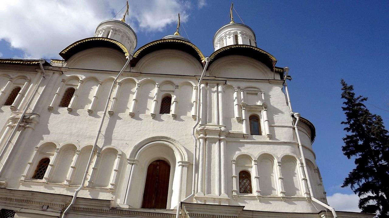 Южный фасад Патриаршего дворца и ц. 12 апостолов, 2014. Источник: Никита Андреев