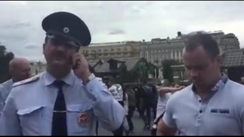 Как быдло-эшник напал безнаказанно на туриста в центре Москвы.