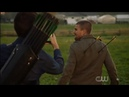 The Flash 5x09 Elseworlds part 1 Barry shots oliver with arrows in his back and takes a photo of it