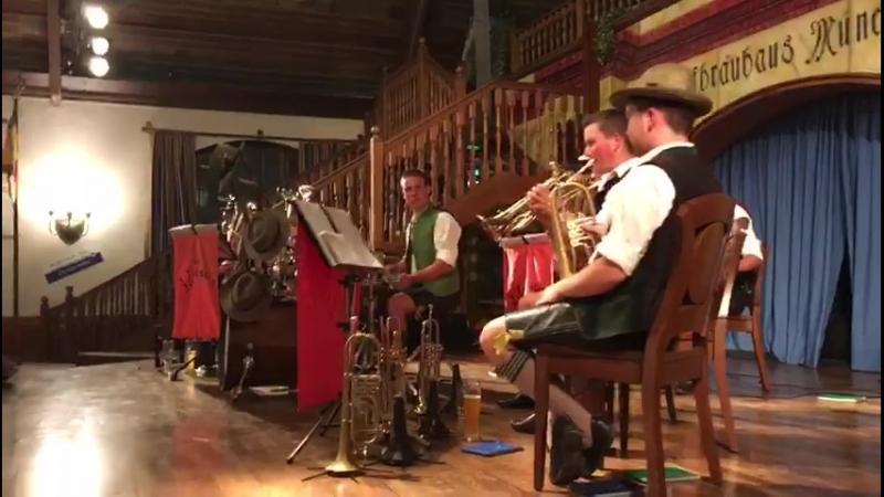Баварский оркестр и танцы гостей 2018