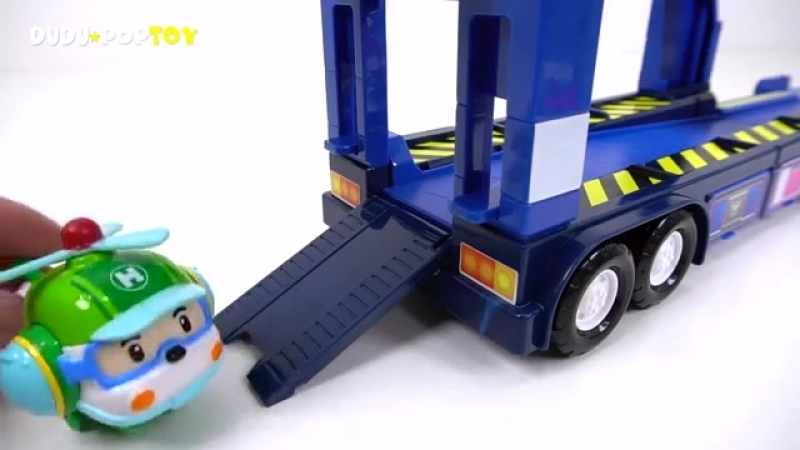 Stop the dinosaurs' egg bombs! Go Superwings and robocar polis mobile headquart