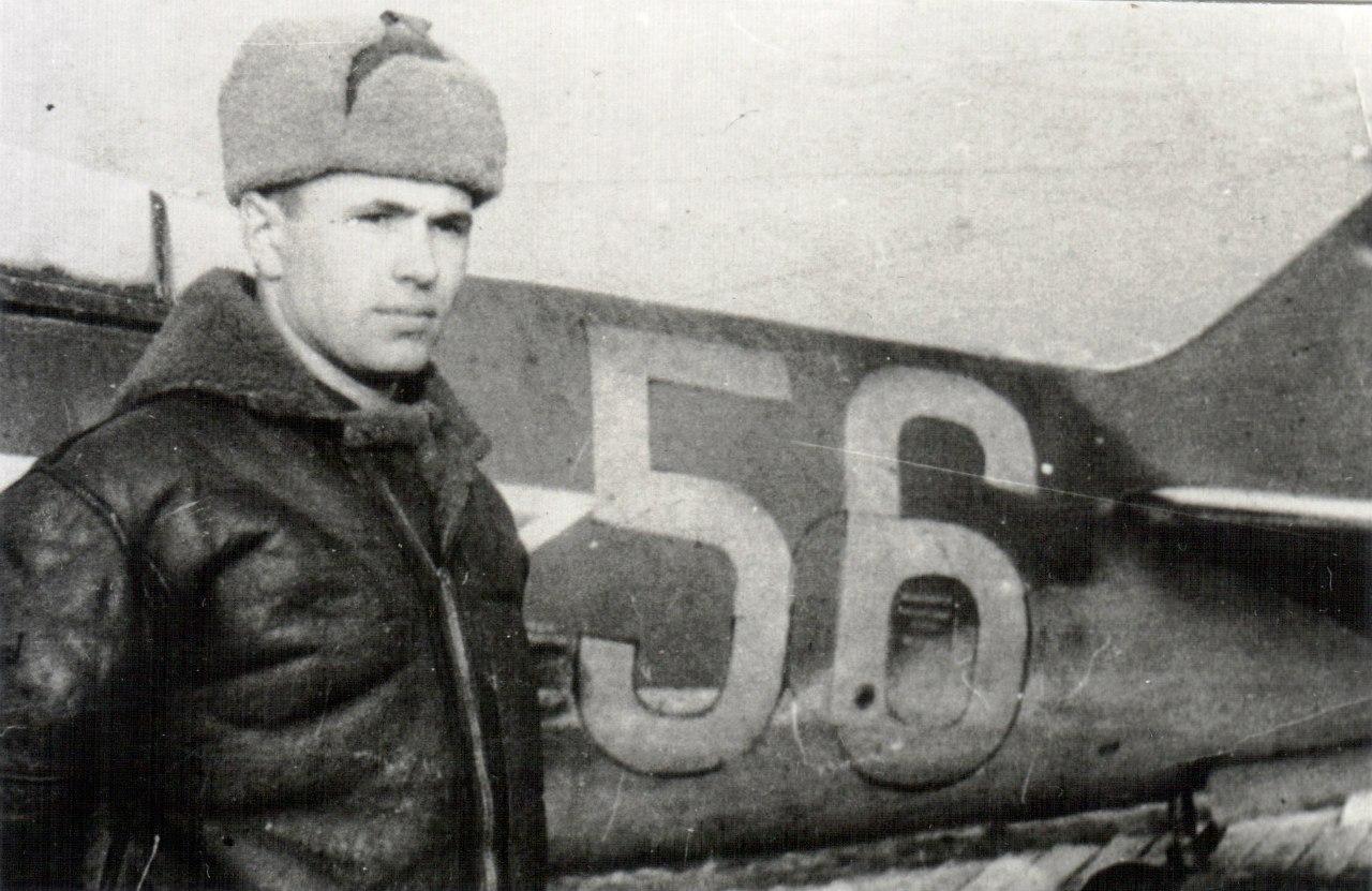 Н. Скоморохов у своего Ла-5. Февраль 1945 г. Венгрия