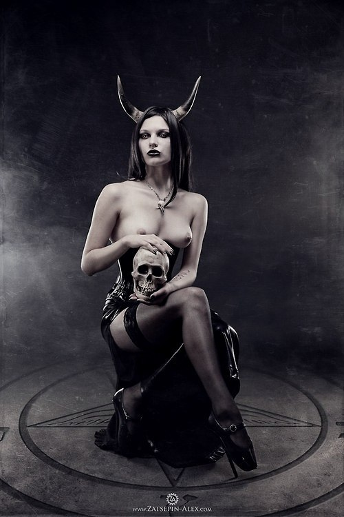 культ Сатаны. Сатана. Дьявол. Люцифер ( фото, видео, демотиваторы, картинки) Q97qSC-zenM