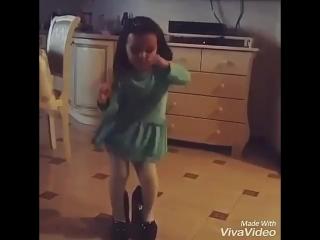 Вите надо выйти! Девочка прикольно танцует)))