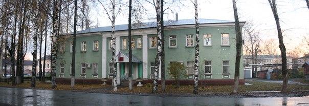 Районный суд. Не уберегли фасад от одного кондея.  14 ноября 2017