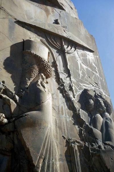 Персеполис , Дворец Ксеркса , барельеф с изображением Ксеркса и два сопровождающих .