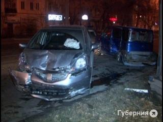 Патрульная машина и новая иномарка разбиты по вине таксиста