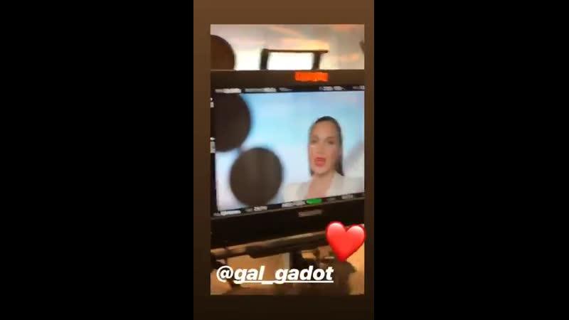 Gal Gadot nos bastidores da gravação de seu novo comercial para a HOT, empresa israelense, ontem, 19.