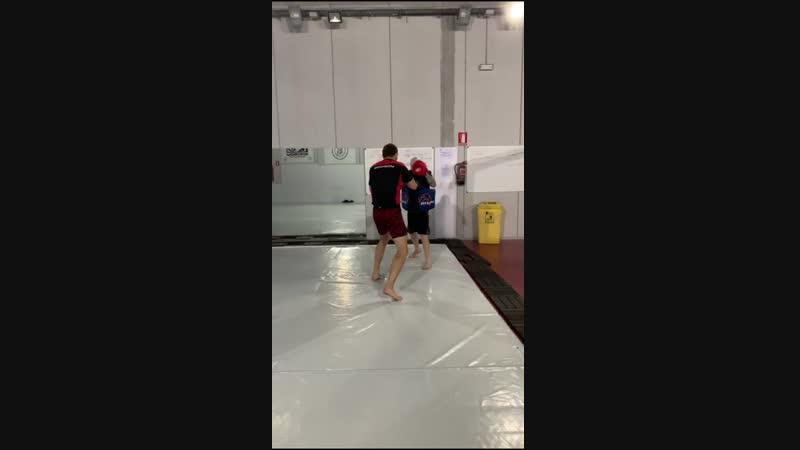 Люк Барнатт оттачивает навыки ударной техники