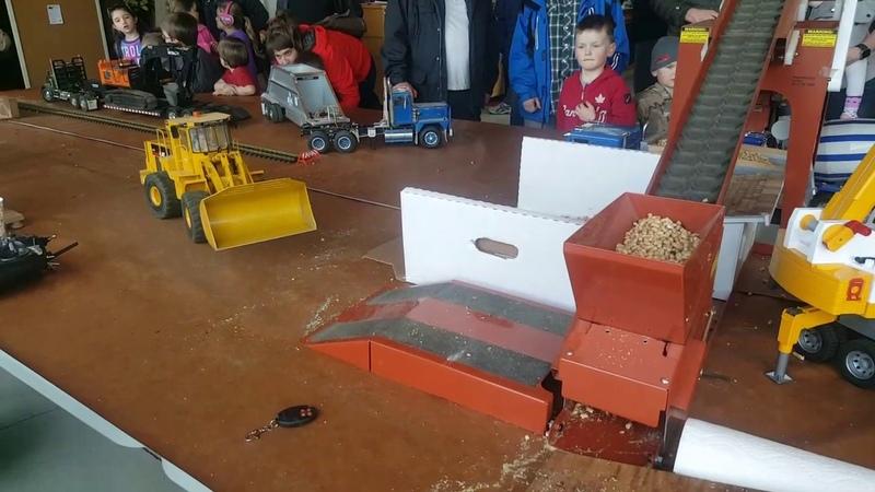 Rc loader feeding sandmaster