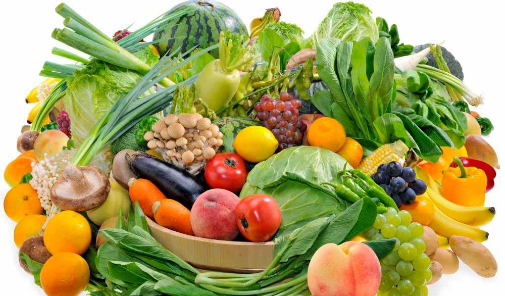 Потребление свежих фруктов и овощей каждый день может помочь снизить шансы развития рака.
