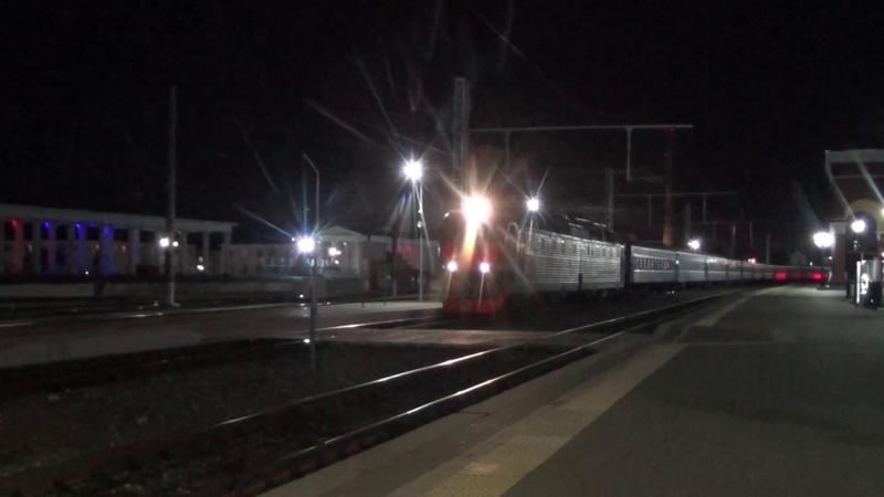 Электровоз ЧС7 318 с пассажирским поездом №73 Москва Кривой Рог