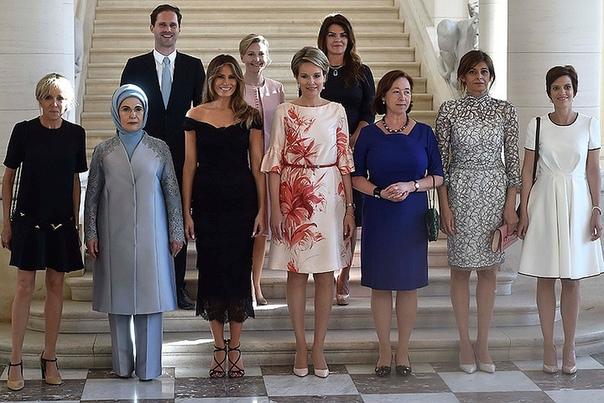 Официальное фото жен президентов стран НАТО.